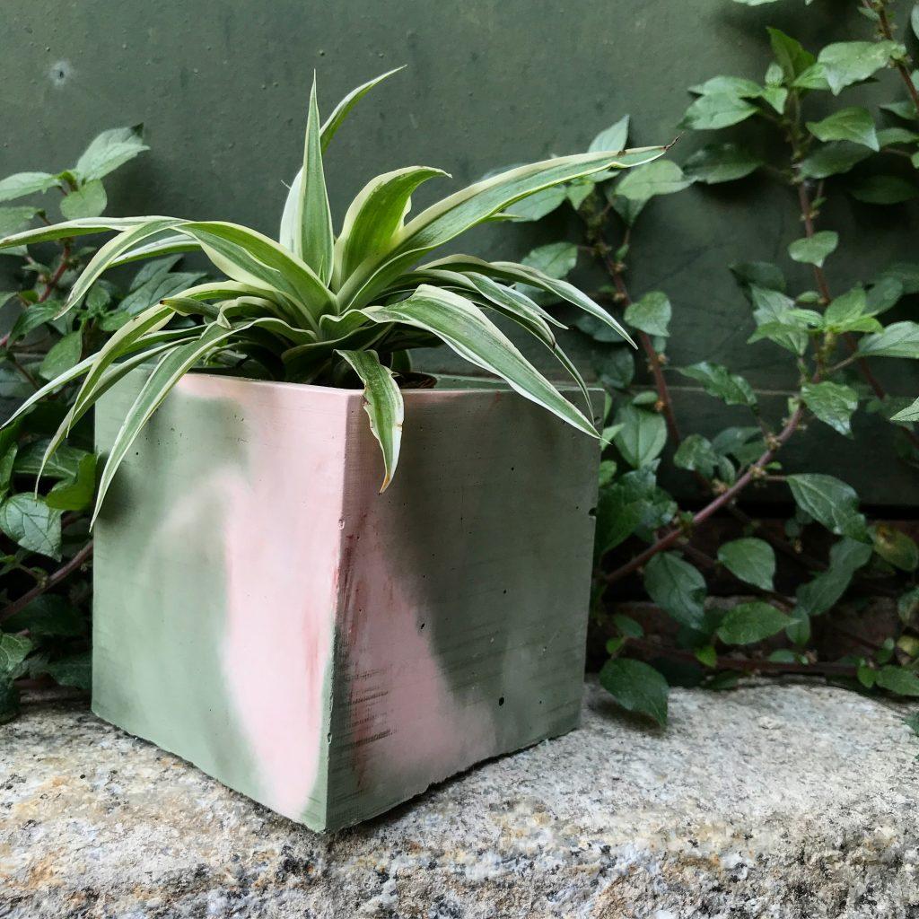 vaso cemento colorato